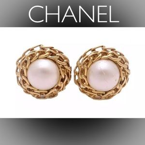 🍒Auth CHANEL Vintage Faux Pearl Clip-On Earrings